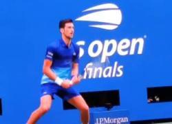 Djokovic rompe la racchetta per terra agli Us Open: ha perso contro Medvedev