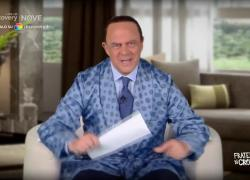 """Fratelli di Crozza, Berlusconi dal San Raffaele: """"Lei può chiamarmi delinquente, ma io non posso dire che Toninelli è scemo"""""""