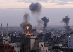 Tel Aviv, razzi sulla città. Strage a Gaza: colpita casa capo Hamas. Bombe sfiorano sede rifugiati Onu