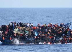 """Migranti alla deriva, Alarm Phone lancia l'allarme: """"Molti bambini a bordo"""". Salvini: """"Ormai arriva chiunque"""""""