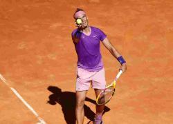 Tennis: Nadal rischia ma vola ai quarti degli Internazionali d'Italia