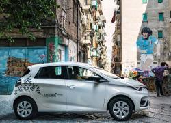 Mobilize, il car sharing di Renault sbarca all'ombra del Vesuvio