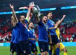 """Euro2020, Chiellini dorme con Coppa """"Seguo tradizione di un maestro"""""""