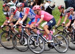 Tripletta di Cort Nielsen alla Vuelta, Roglic resta leader