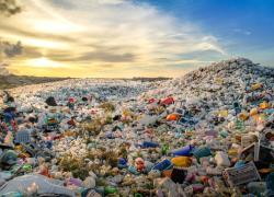 Plastica, il costo di produzione per la società supera il Pil dell'India
