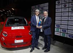 """La Fiat 500 Elettrica e' """"l'Auto Europa 2022"""" dell'Uiga"""