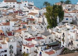 Covid, maxi focolaio a Maiorca: oltre 2000 in quarantena, a rischio le vacanze