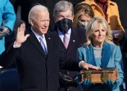 Usa, il giuramento Joe Biden e Kamala Harris: subito la firma su 17 decreti esecutivi