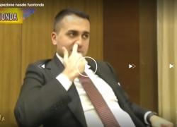 Luigi Di Maio si mette le dita nel naso e scava per minuti: Hunziker disgustata. VIDEO