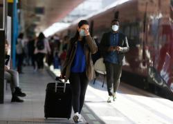 """Green Pass Italia, Draghi: """"Prenotate le vacanze in Italia"""". Ma Pd e Lega litigano"""
