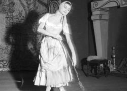 Carla Fracci è morta: le sue foto più belle dal Teatro alla Scala di Milano