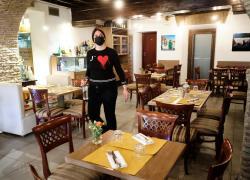 Covid, ristoranti al chiuso: si torna a magiare ma rimane il tetto massimo di 8 persone
