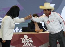 Elezioni Perù, scelta tra estremi: il comunista Castillo o lady Fujimori? Sondaggi