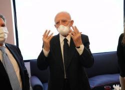 """Mascherine in Campania, De Luca il 'tirannico': """"Obbligo tassativo anche in estate"""""""