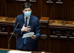 Mascherine all'aperto, Speranza chiede il parere del Cts: Italia verso l'addio