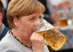 Mix vaccini, Angela Merkel dice sì: seconda dose con Moderna