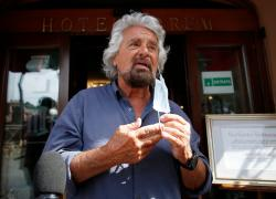 """M5s, Grillo dà ordini al 'capo politico' Vito Crimi: """"Autorizza voto su Rousseau"""""""