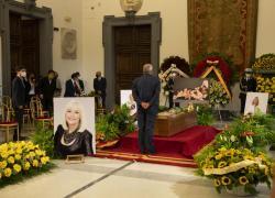 Raffaella Carrà, camera ardente oggi: aperta fino a mezzanotte. Domani i funerali