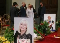 Raffaella Carrà, camera ardente: Maria De Filippi, Pippo Baudo e molti altri. FOTO