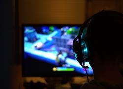Uccide la figlia della compagna: lo interrompeva mentre giocava ai videogiochi