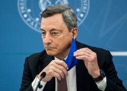 Green Pass, Draghi cambia già le (sue) regole: obbligo tampone per la conferenza
