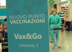 """Vaccino vacanze, a Fiumicino arriva """"Vax and go"""" per ricevere la dose prima di partire"""