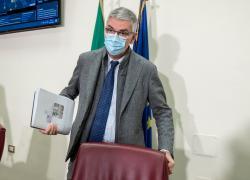 """Covid, Brusaferro: """"Virus circola, prematuro rivedere oggi durata quarantena"""""""