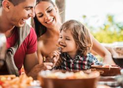 """Roma, il ristorante vieta l'ingresso agli under 14: """"Colpa dei genitori"""""""
