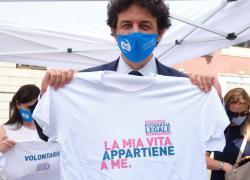 """Referendum eutanasia legale, superate le 320mila firme per la campagna """"Liberi fino alla fine"""""""