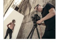 """Calendario Pirelli 2022, niente nudo  e tanto rock. Un The Cal in digitale con la sua colonna sonora """"On The Road"""""""