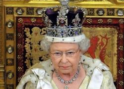 Harry e Meghan nei guai: Regina Elisabetta pronta a portarli in tribunale