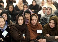 """Afghanistan, donne protestano a Kabul: """"Mai più sottomesse"""""""