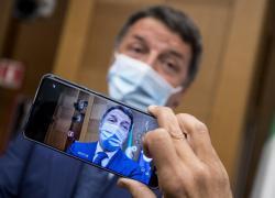 """Tamponi, Renzi: """"Chi non fa il vaccino è giusto che li paghi"""""""