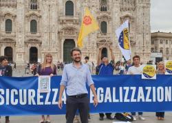 "Flash Mob su referendum ""sicurezza è legalizzazione"" a Milano"