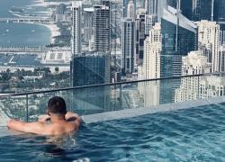 La piscina più alta del mondo è a Dubai: vertigini assicurate, ma che panorama...