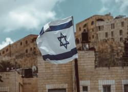 Israele e contagi Covid. Da inizio pandemia boom di morti tra i giovani: ma il nesso non è scontato