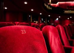 Green pass obbligatorio  per cinema e teatri, le regioni vogliono portare la capienza all'80%