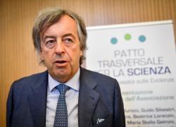 """Nobel, Burioni: """"Andato a Giorgio Parisi, non alla 'virologa' Heather Parisi"""""""