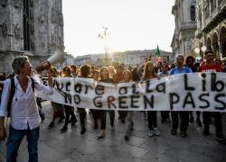 """Green pass obbligatorio, allarme Regioni: """"Dal 15 ottobre Paese rischia il caos"""""""