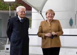 """Mattarella a Berlino con Angela Merkel: """"Tempo di ripartenza"""""""