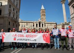 """Assalto Cgil, manifestazione a Roma. I sindacati: """"Siamo oltre 100mila"""""""