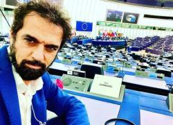 """Parlamento europeo, gaffe di Giarrusso: """"My english...No, sorry, non ce la faccio"""". VIDEO"""