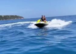 Elodie e Diletta Leotta in moto d'acqua insieme, fan in delirio. VIDEO
