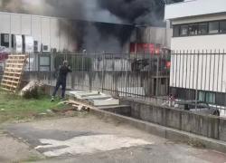 Arezzo, devastante incendio alla Galvanica Formelli: il VIDEO