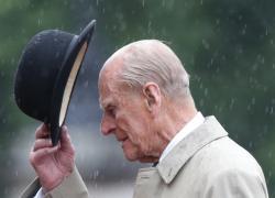 Principe Filippo testamento, chi eredita 30 mln di sterline: ci sono Harry e il cameriere