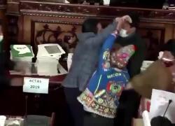 Rissa in Parlamento in Bolivia nel dibattito sull'arresto della ex presidente Jeanine  Anex