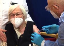 Germania, primo vaccino con un giorno di anticipo a una 101enne