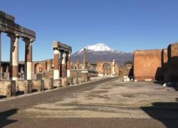 Pompei riapre ai turisti, un sospiro di sollievo per le guide