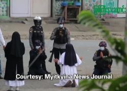 "Myanmar, suora in ginocchio ai militari: ""Sparate a me"""