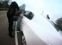 Morte di Wright ripresa da bodycam: agente pensava di usare taser